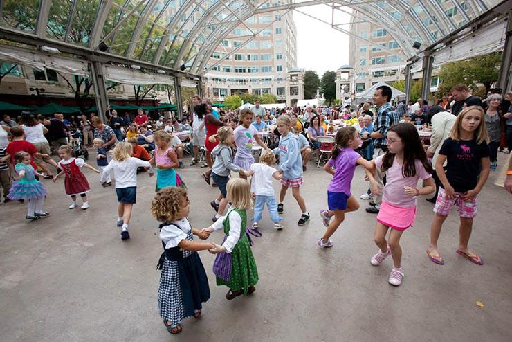 20121006-0641-Oktoberfest-at-Reston-Town-Center1