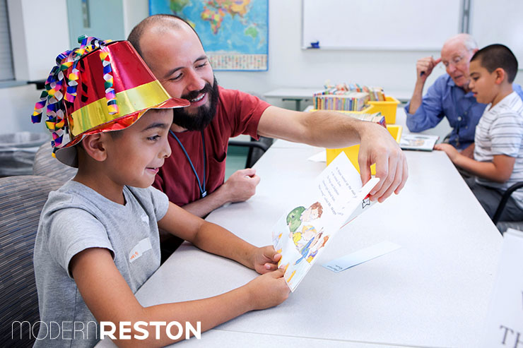 Vencinos Unidos homework program volunteer reston herndon modern reston