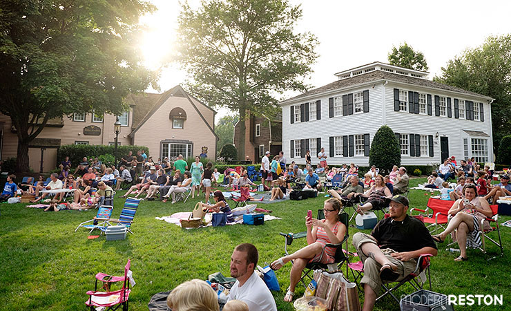 20150712 236 Great Falls Village Concert on the Green