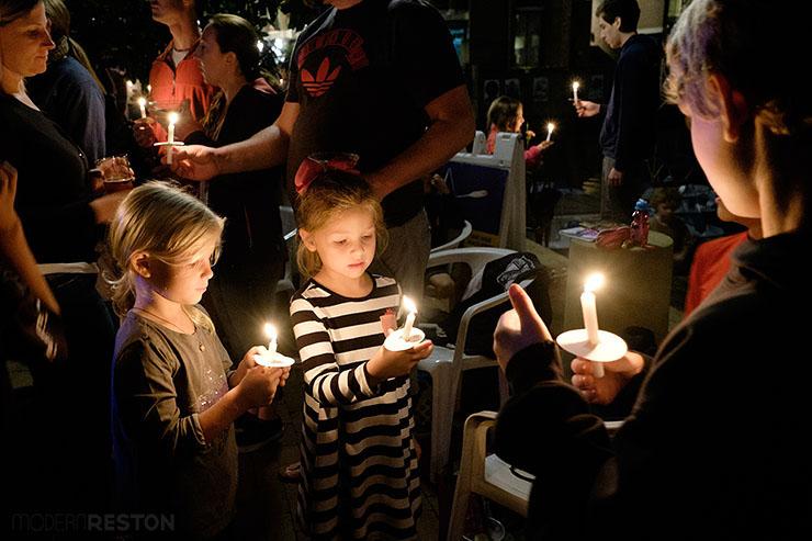Bob-Simon-candlelight-vigil-03
