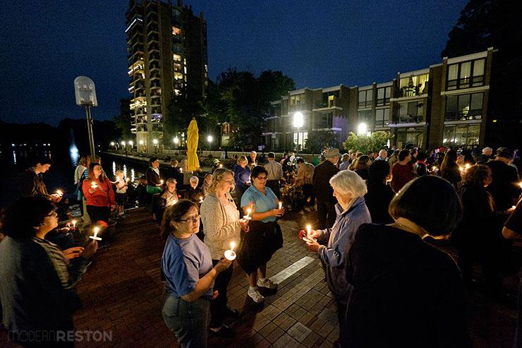 Bob-Simon-candlelight-vigil-04