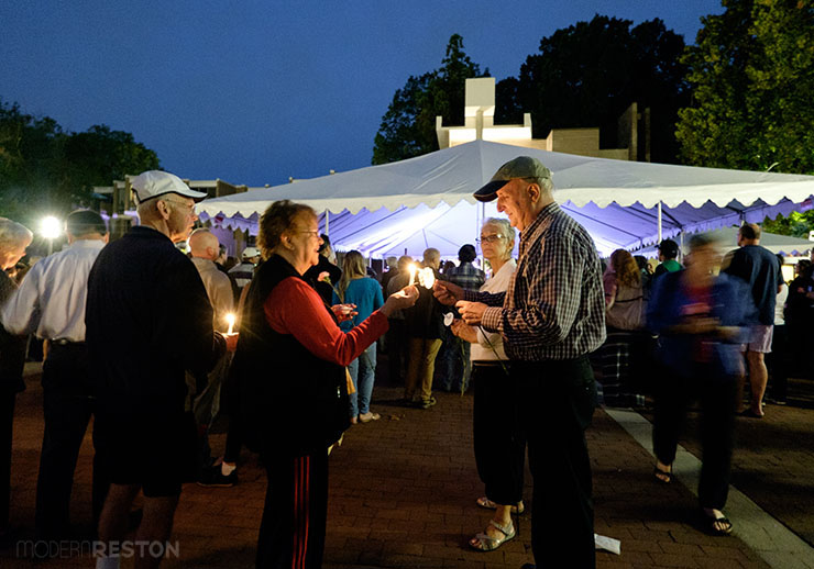 Bob-Simon-candlelight-vigil-05
