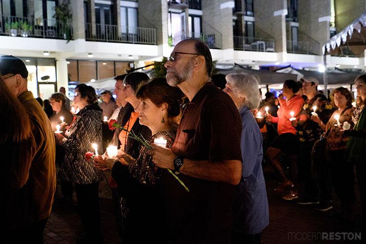 Bob-Simon-candlelight-vigil-08