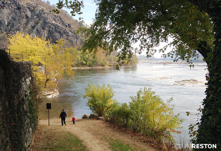 Harpers-Ferry-shoreline