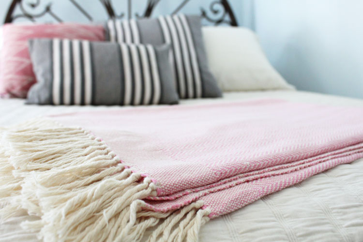 Living-Threads-herringbone-blanket