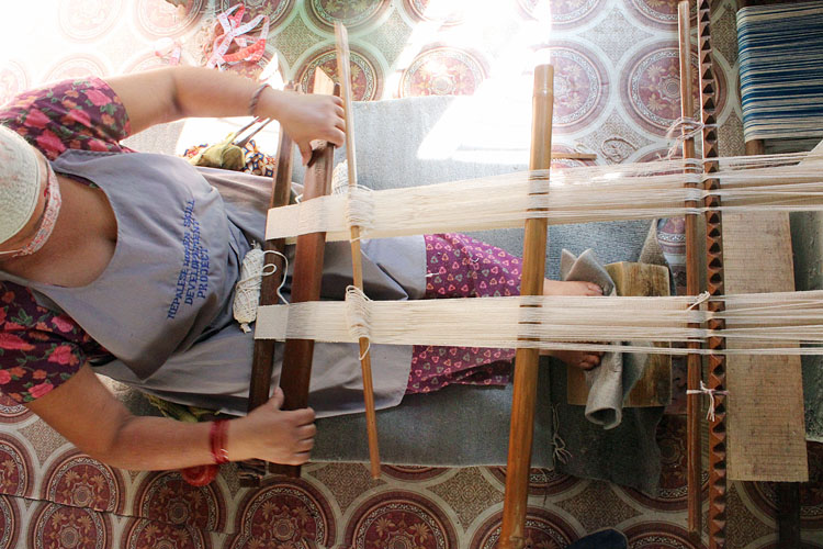 Nepal-artisan-on-Backstrap-loom